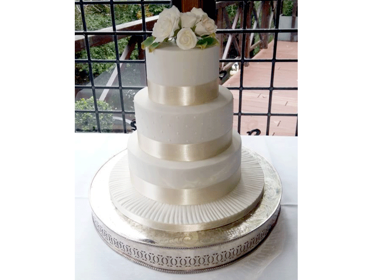 wedding cake courses london uk white wedding cake puttycakes 22276